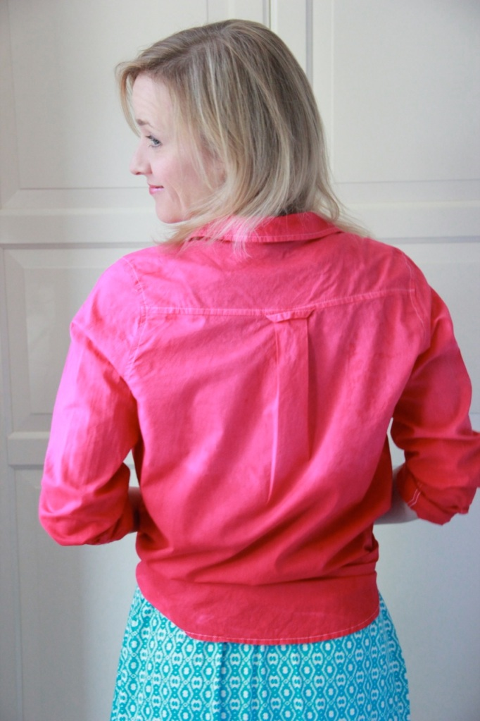 Ombre effect on the dip-dyed shirt