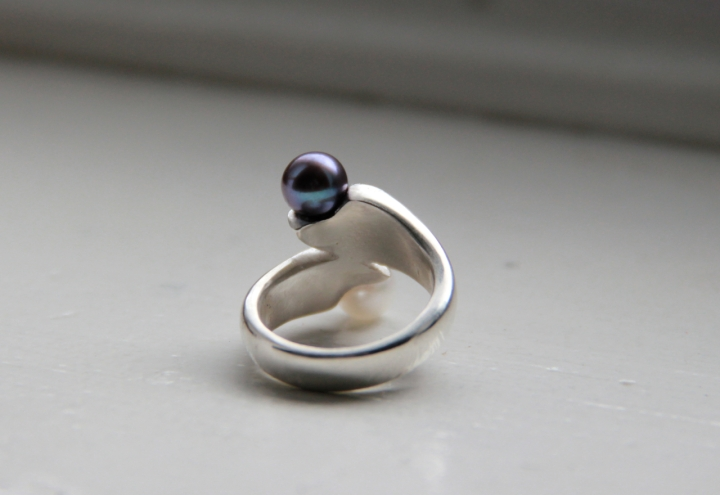 Cast silver ring with black & white pearls