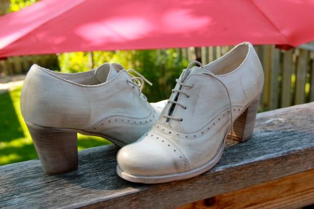 Discount Italian leather shoes on the Via di Sant'Elena