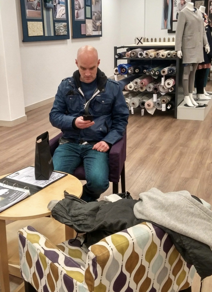 Wangry Dave in the Stoff & Stil waiting area